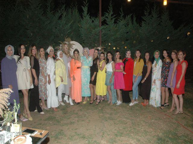 En Gözde Kadınların renkli buluşması