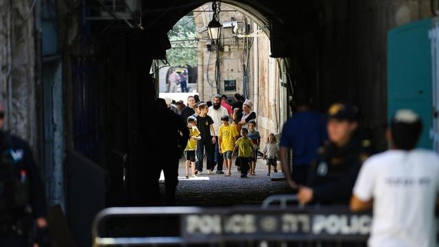 Fanatik Yahudiden Mescidi Aksa'ya baskın düzenledi