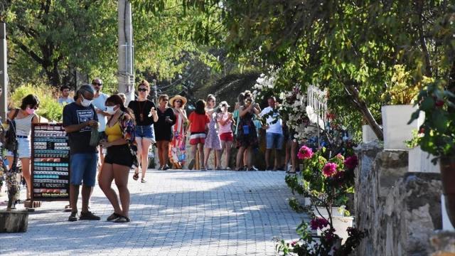 Datça, bayramda nüfusunun dört katı turist ağırlıyor
