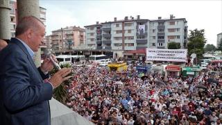 Cumhurbaşkanı Erdoğan selin vurduğu Arhavi'de...