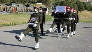 Şehit olan asker için Hakkari'de tören düzenlendi